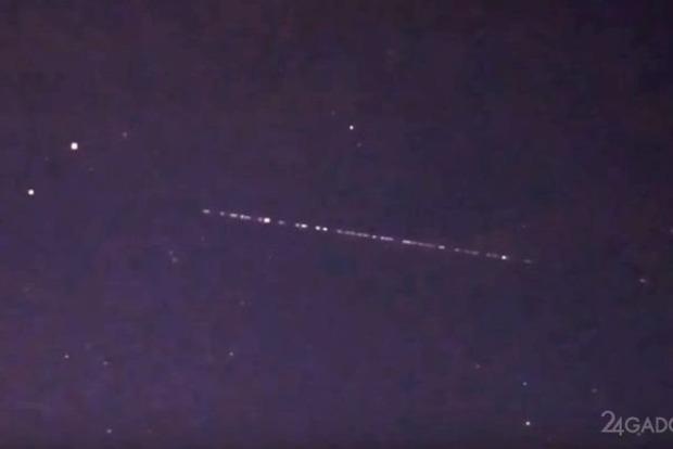 В небе над Киевом засекли вереницу из 60 спутников SpaceX Илона Маска