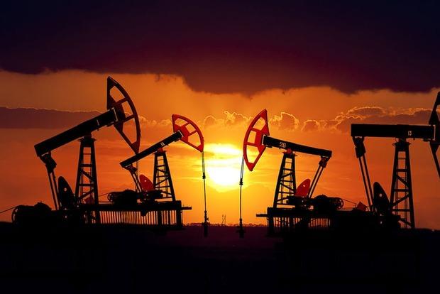 Нефть дешевеет после полугодичного максимума