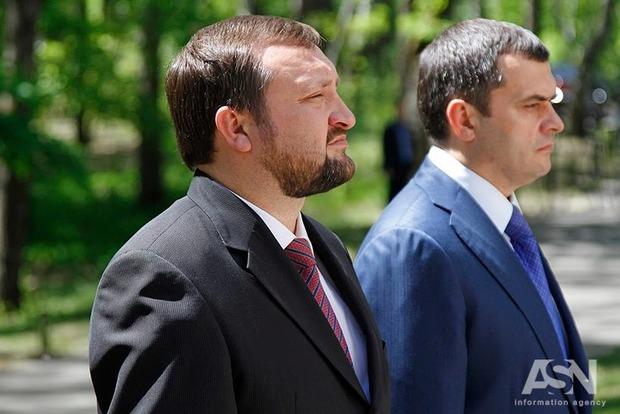 ГПУ викликала на допити як підозрюваних Захарченка та Коряка