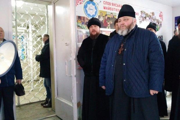 На Донбасі затримали митрополита УПЦ МП