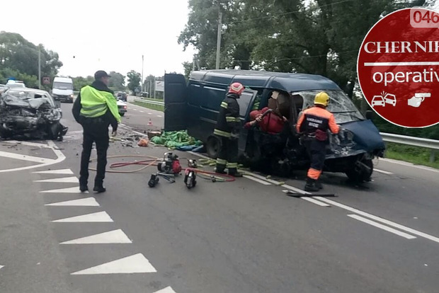 Убились об автобус с кочанами: авария в Чернигове забрала жизни троих людей