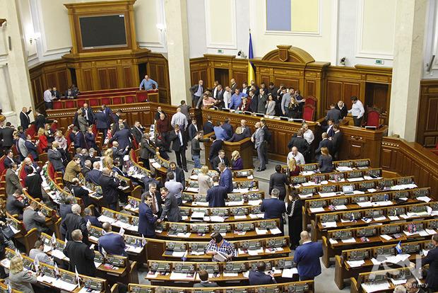 Рада досрочно закрылась, приняв два закона о реинтеграции Донбасса