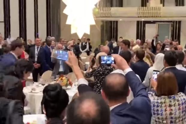 Лидеры Франции, Армении и Канады пустились в пляс на официальном приеме