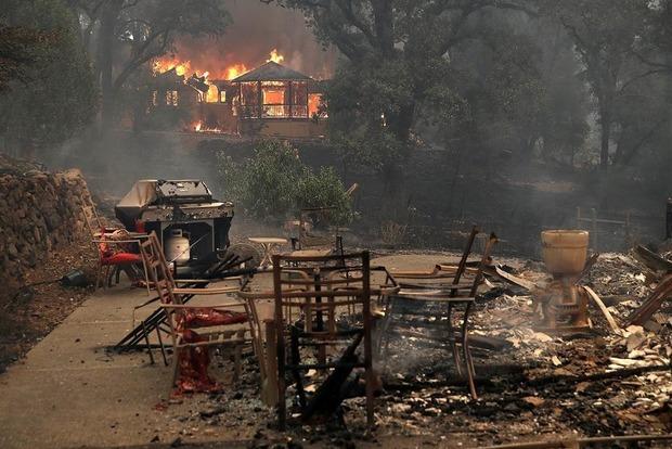 Из-за лесных пожаров в Калифорнии свыше 100 человек числятся пропавшими без вести