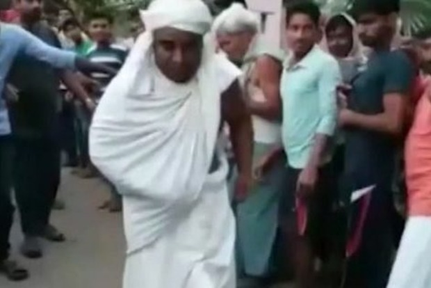 Божья сила: Монах пенисом протащил грузовик. Видео