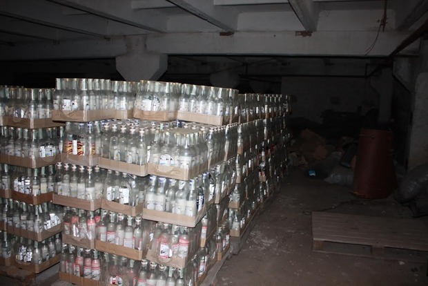 Под Киевом полицейские изъяли 7,5 тонны фальсифицированного элитного алкоголя