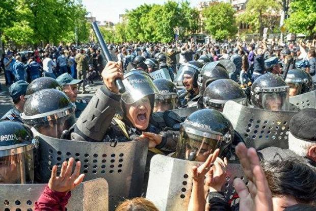 Столкновения в Ереване - названо количество пострадавших
