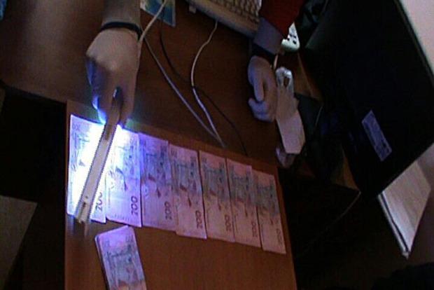 В Полтаве трое чиновников попались на взятке