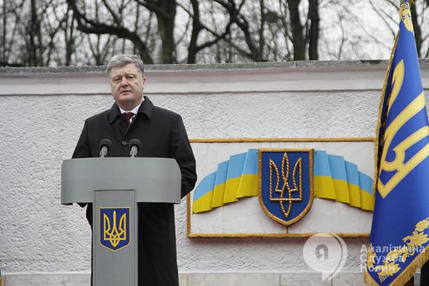 Нам пишут бюджет и навязывают министров: эксперты считают, что Порошенко сдал страну Западу
