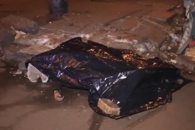 В Киеве у метро обнаружили труп мужчины