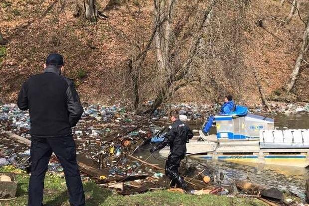 Москаль приказал нещадно штрафовать закарпатцев, сбрасывающих мусор в горные реки