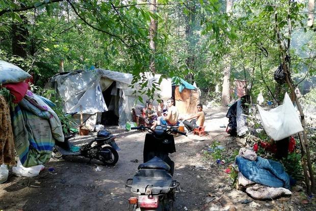 «Нацдружини» розгромили табір ромів в Голосіївському парку