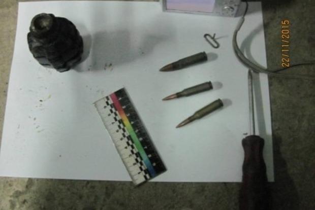 Украинец из России хотел вывезти гранату и патроны