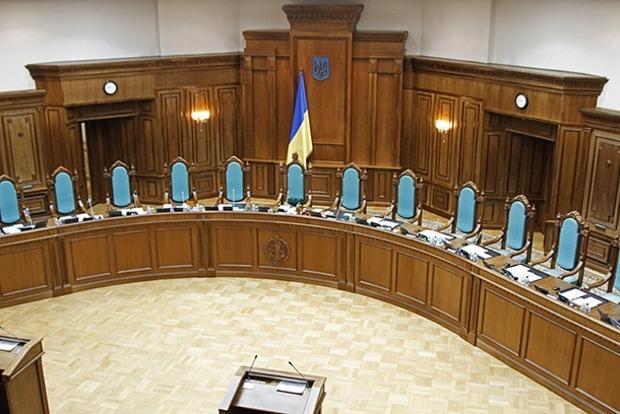 Судьи КСУ получат новый закон и пожизненное содержание в почти 300 тыс. грн в месяц