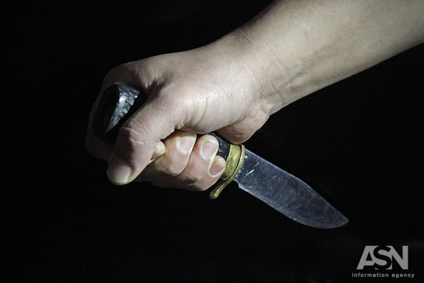 Випили горілочки: на Київщині чоловік порізав дружину кухонним ножем