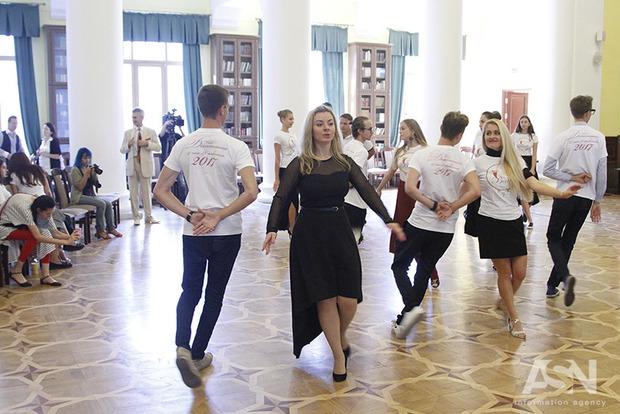 В Киеве прошла первая репетиция Венского бала