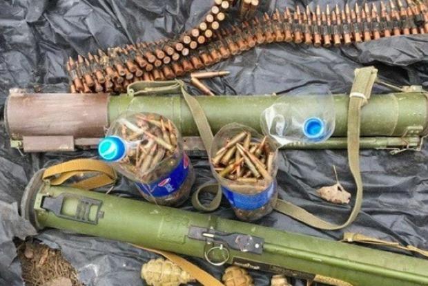 Возле Новогригорьевки на Донбассе найден тайник с гранатометами