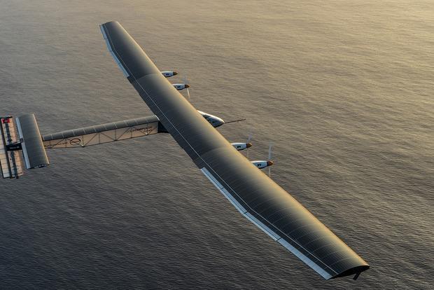 Самолет на солнечных батареях приземлился в Испании (видео)