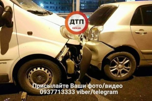 В масштабном ДТП в Киеве столкнулись четыре автомобиля