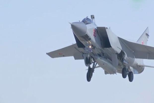 Минобороны РФ показало пуск гиперзвуковой ракеты «Кинжал»