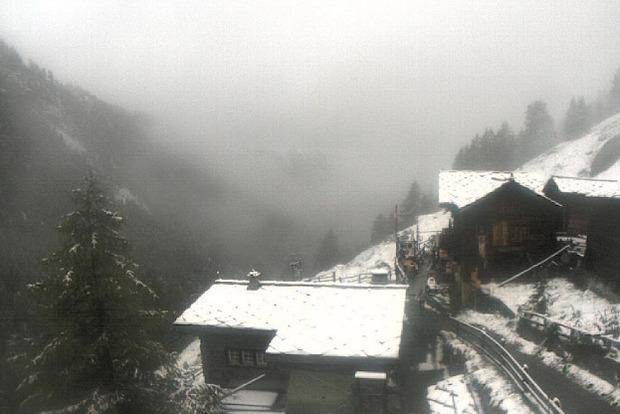Серпень зламався. Після тривалої спеки Швейцарію завалило снігом