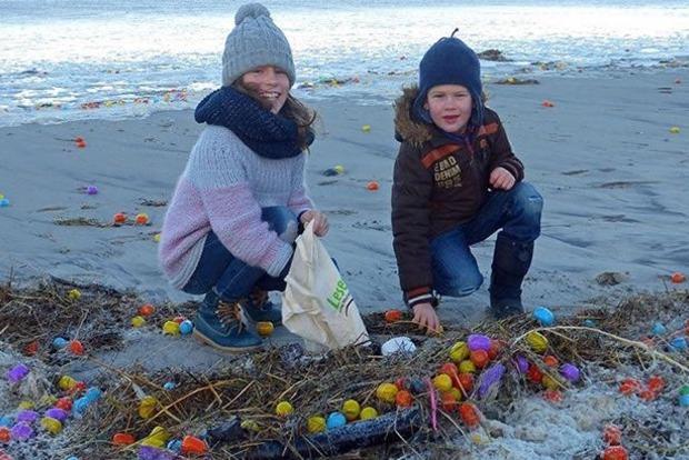 В Германии на берег моря вынесло тысячи «Киндер-сюрпризов»