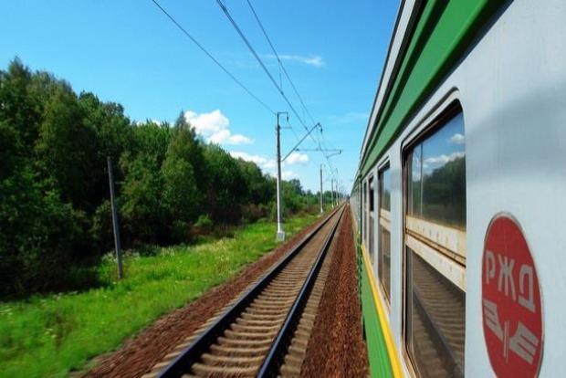 Агрессор запускает пассажирские поезда в обход Украины