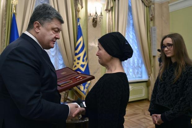 Президент присвоил звание Героя Украины погибшему активисту Майдана