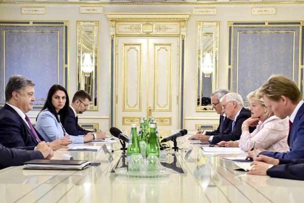 Порошенко рассказал председателю Сената Нидерландов о борьбе с коррупцией