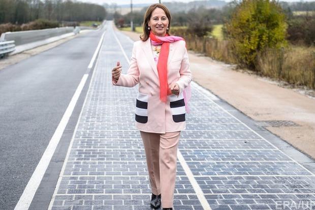 Во Франции открыли первую в мире трассу из солнечных батарей