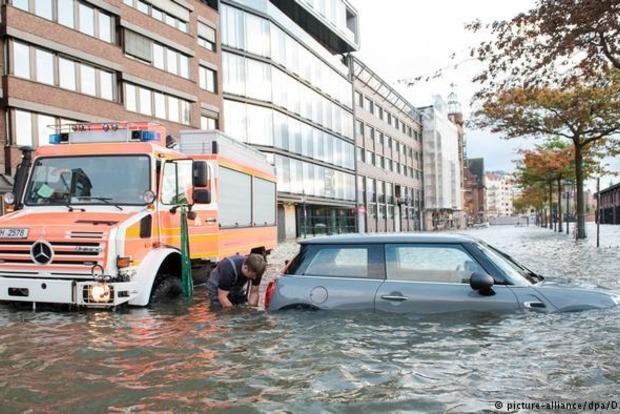 Жертвы урагана «Герварт» есть в Германии, Польше и Чехии