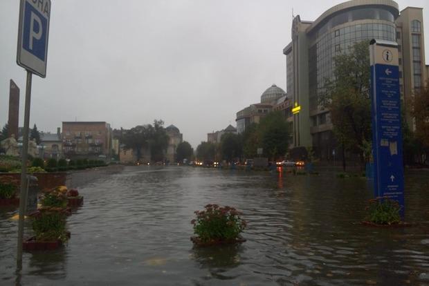 Ивано-Франковскую область затопило после ливня с градом
