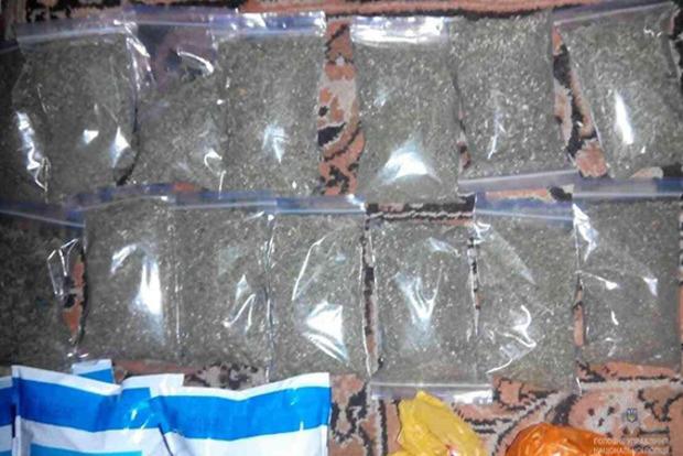 В Днепропетровской области местная жительница хранила в доме 1,5 кг марихуаны