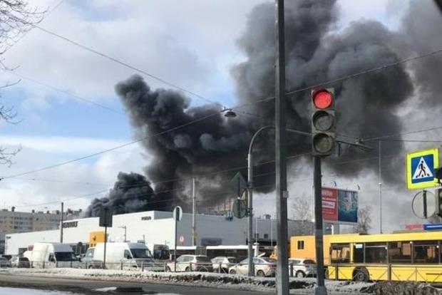 В Петербурге сгорел автоцентр Hyundai
