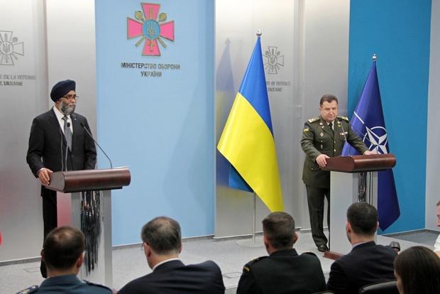 Полторак обсудил с министром обороны Канады введение миротворцев ООН