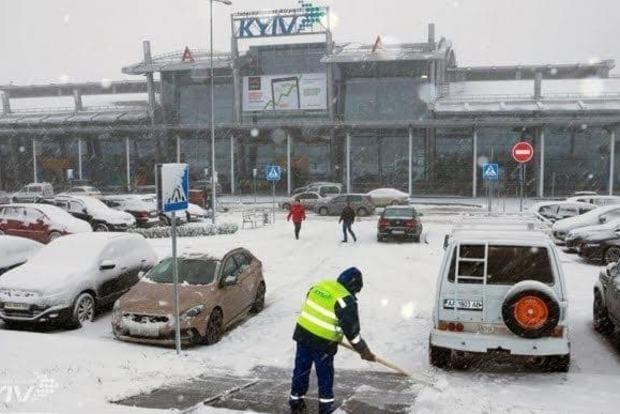 Из-за гололеда в аэропортах Киева не смогли приземлиться самолеты