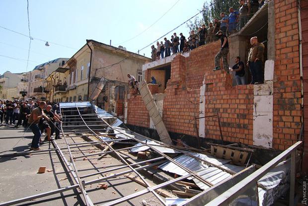 В Одессе возле «дома-стены» произошли серьезные столкновения