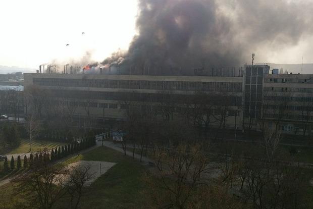 В Харькове горит здание велосипедного завода