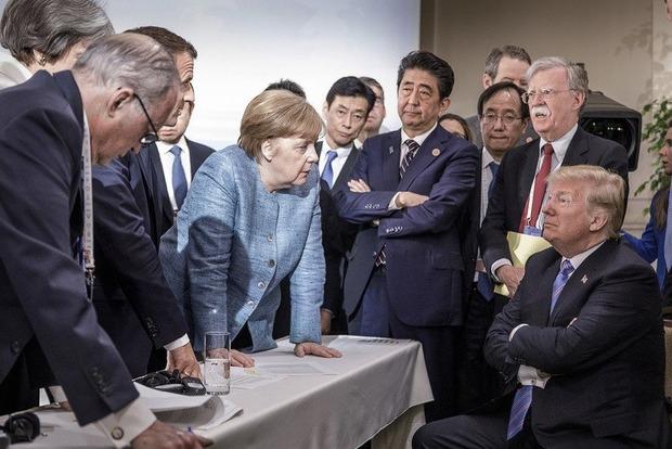 Историческое фото с G7: Трамп бросил конфеты в Меркель