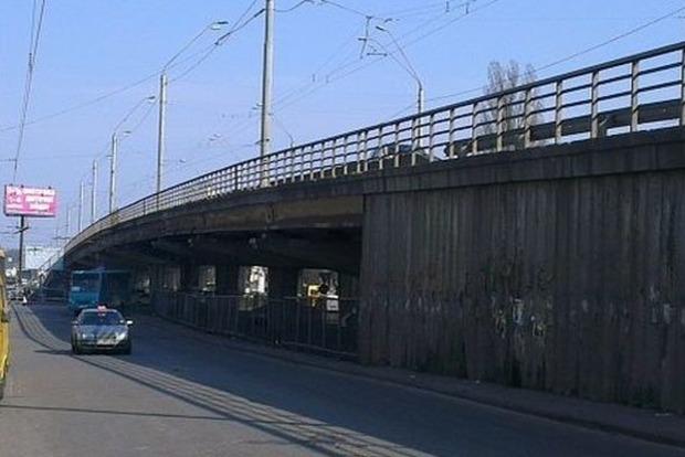 В Киеве на лето перекроют путепровод возле метро «Нивки»