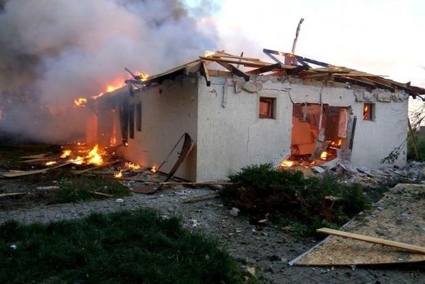 Появилось видео обстрела боевиками жилых кварталов Бердянского