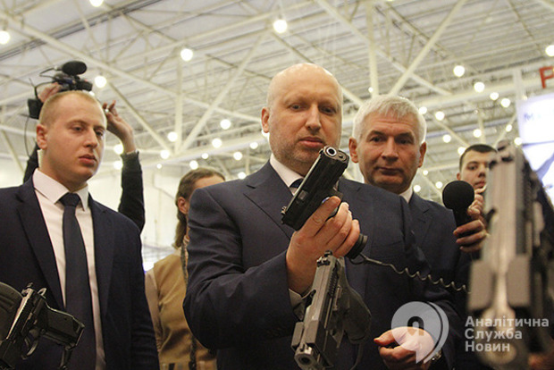 Турчинов: когда РФ признают агрессором, из Украины туда будут ездить только шпионы