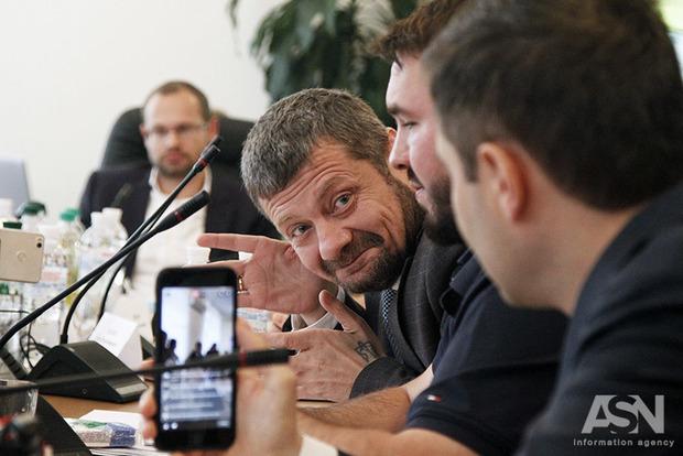 Прокуратура по наводке Мосийчука озадачилась вопросом, откуда у Сергея Левочкина столько денег