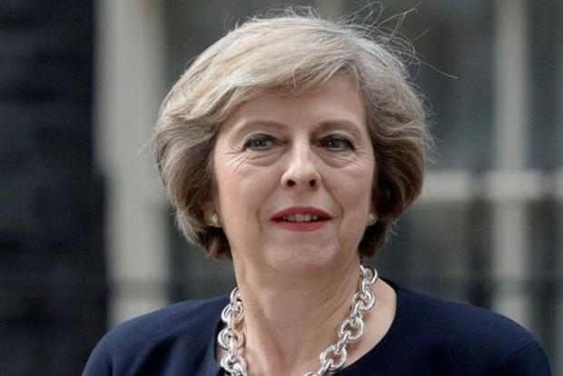 Премьер Великобритании предложила сделать Джеймса Бонда дамой