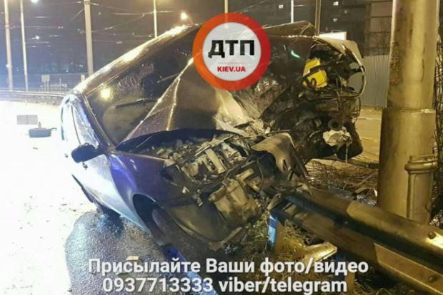 ВКиеве случилось  ДТП: шофёр  убежал , оставив травмированную пассажирку