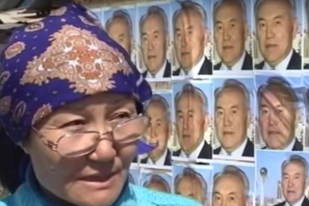 Жительница Астаны обклеила дом портретами Назарбаева, чтобы уберечь от сноса
