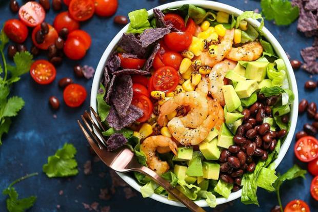 Диетологи рассказали, какой тип питания отодвигает старость на 40 лет