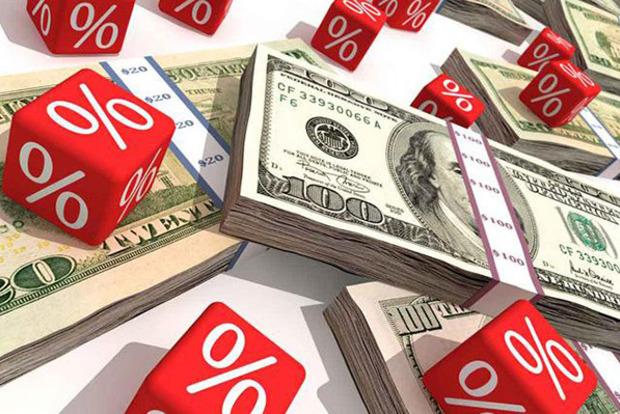 Курс доллара продолжил снижаться на межбанке после резкого падения накануне