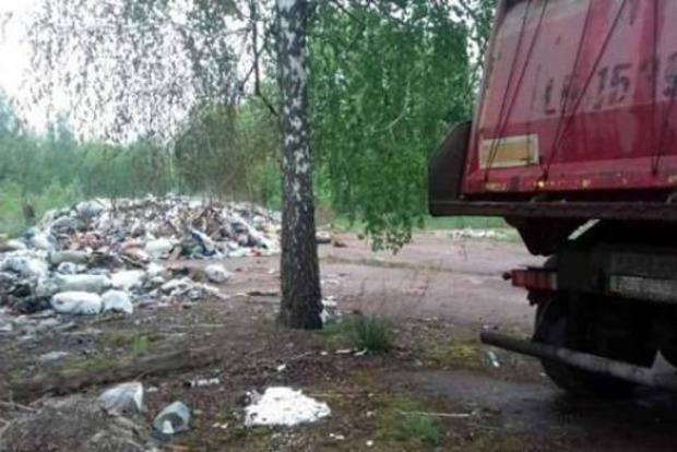 Львовский мусор вышел на новый уровень. Теперь им заваливают детские лагеря под Киевом