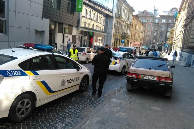 Во Львове в одной из квартир правоохранители нашли тело мужчины